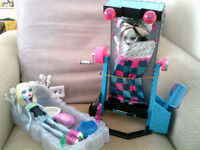 Monster High Abbey & Frankie Dolls And Beds