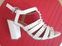 Ladies shoes size 37