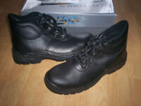 BLACK SAFETY BOOTS SIZE 8