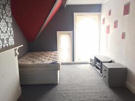 Double room in a shared house. Stow hill. Newport.
