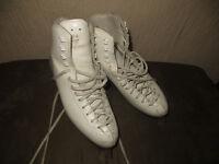 Ice skates (size UK 6-7)
