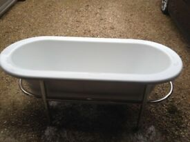 Contemporary Bath with Crome Frame (Unused)