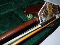 Vietnamese Da-ni (violin) in case