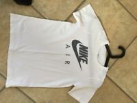 Nike t shirt. Kids age 10/12. Excellent condition. Sportswear.