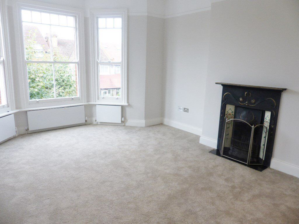 Mount Road Hendon - Spacious Duplex Flat