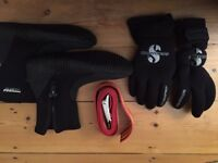 Scuba diving gloves, boots (size s) and weight belt