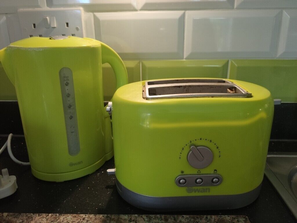 Toaster and kettle set Swan lime green | in Didcot, Oxfordshire | Gumtree