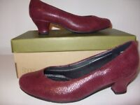 Hotter Burgundy Lizard Heels - Brand New in Box - Size 5.5