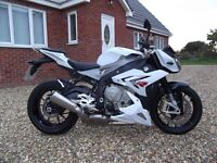 BMW S1000R in White, 4700 miles, 160bhp, 2014 Mint Condition and Cheapest in the country