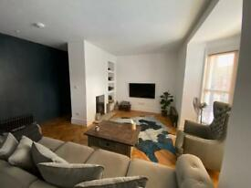 Large double room in stunning sunny apartment