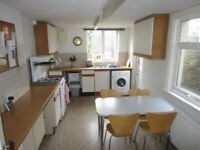 Small Room £90 /7 minutes to stations/zone2