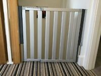 2 Lindam Numi Extending Aluminium Safety Stair Gate