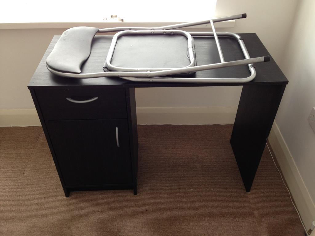 Computer desk and chairin Newcastle, Tyne and WearGumtree - Computer desk and chair excellent condition not a thing wrong with it, going as moving house