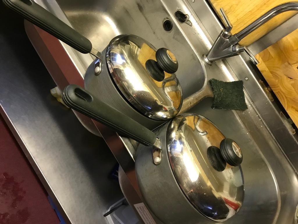 Circulon sauce pans (2) with lids