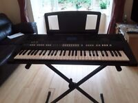 YAMAHA PSR S-650 KEYBOARD + ACCESSORIES-A.C CORD, STAND, FOOT-PEDAL, HEADPHONES.