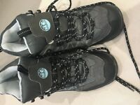 Size 5 immaculate walking boots