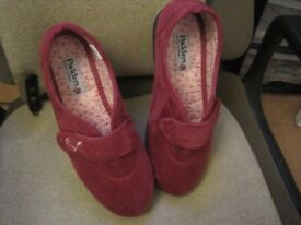 """LADY'S """"PADDERS"""" SLIPPERS. SIZE 7 EE . WORN TWICE. AS NEW."""