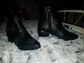 Brand new size 5 missguided boots never worn