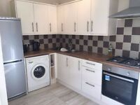 DOUBLE ROOM WITH EN - SUITE * HOLDENHURST ROAD * COUPLES ACCEPTED