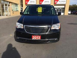 2013 Chrysler Town & Country Kingston Kingston Area image 3
