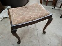 VINTAGE QUEEN ANNE LEG STOOL FOR RECOVERING