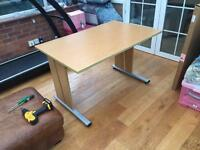 Desk good build and condition
