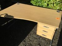 Very nice Office/Computer Desk with key (used)