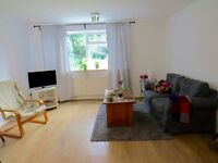 2 bed flat to rent in Woodside Grange Road, Woodside Park N12 £1345pcm close to tube station