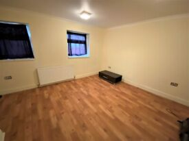 Good condition 3 Bedrooms with 2 Toilets and Bathrooms Maisonette in South Woodford