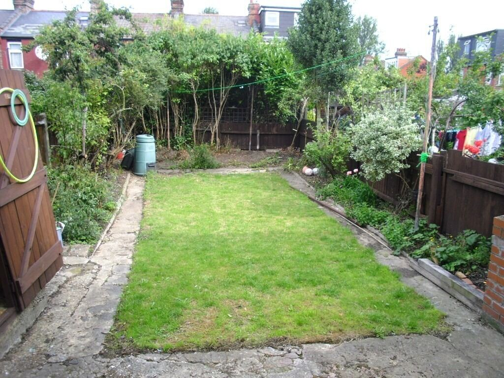 WONDERFUL 4 DOUBLE BEDROOM HOUSE IN POPULAR AREA NEAR ZONE 3 NIGHT TUBE, BUSES, SHOPS & PARK
