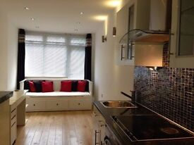 one bedroom flat in Woodford £950 with bills