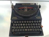 Typewriter Smith Premier 1930's chum portable