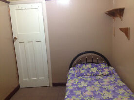 Nice Single Bed Room Availabe in A Nice and Spacious House