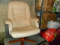 ***CREAM LEATHER LOOKING OFFICE SWIVEL CHAIR, VERY COMFORTABLE***