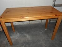 Small pine dining table in good condition