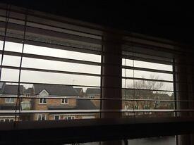 Wooden blinds that drop 120 cm. 5 cm wide. Good condition