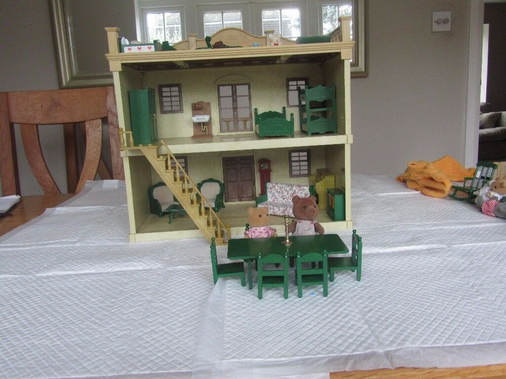 1980's Sylvanian Family Manor House in great condition with accessories
