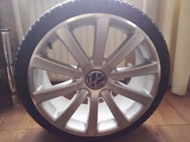 "Set of 19""Alloy wheels with tyres"