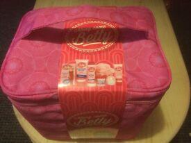 Beauty bag - Toiletries - Skincare - Along Came Betty