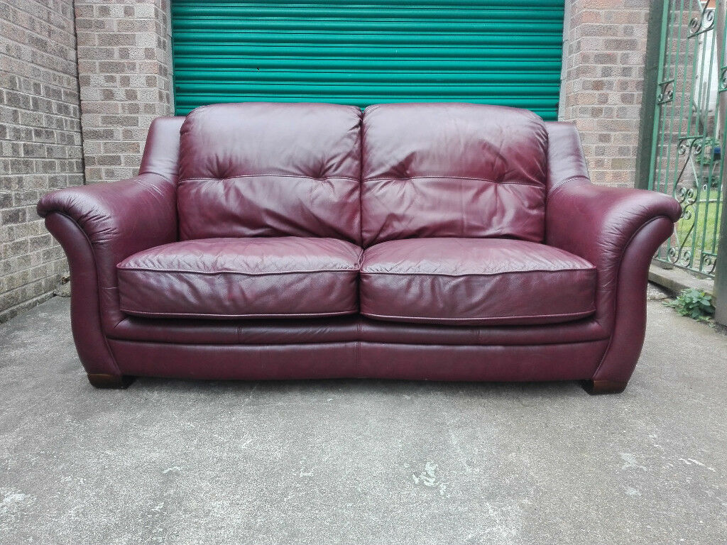 Leather sofa settee in very good condition / free delivery