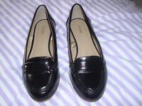 2 pairs of ladies flat shoes size 6