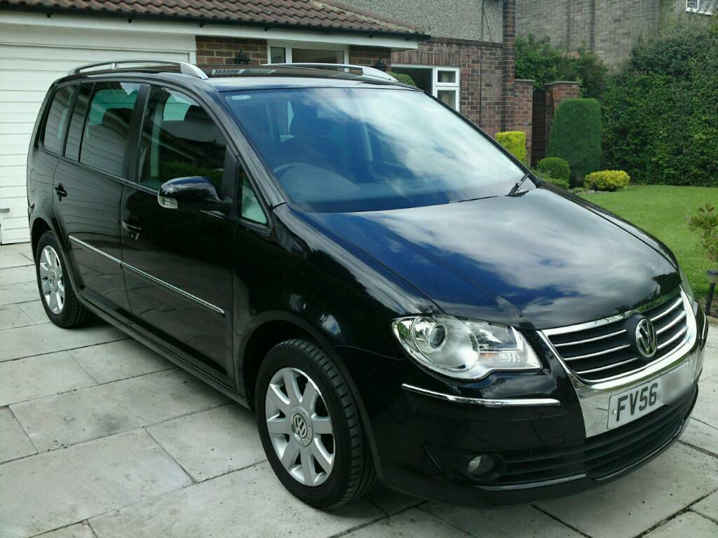 vw touran 2 0 tdi sport model in calverley west. Black Bedroom Furniture Sets. Home Design Ideas