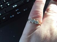 9ct yellow gold 3 diamond ring
