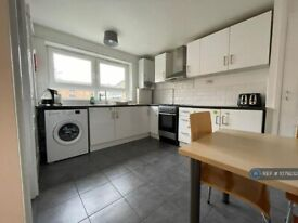 3 bedroom flat in Manor Park Road, London, E12 (3 bed) (#1079232)
