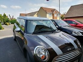 Mini Cooper Clubman - Brown with Silver Stripe