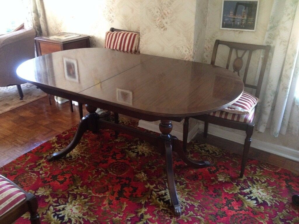 Mahogany Oval Extendable Dining Room Table With 6 Chairs