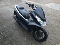 Honda pcx 125cc moped scooter vespa honda piaggio yamaha gilera peugeot