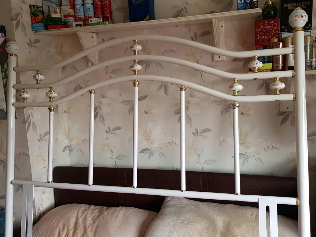 Headboard for salein Llanrumney, Cardiff - headboard for a double bed want £10 for it pick up only llanrumney