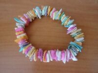 5 x Bracelets made of coloured shells and stones on elastic