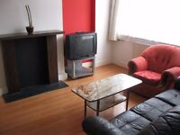 House 4 Bed Sitting Room Kitchen ShowerWC Garden Very Near Tube Bus Shops